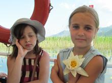 Красивой девочке красивые лилии в подарок от Черногории