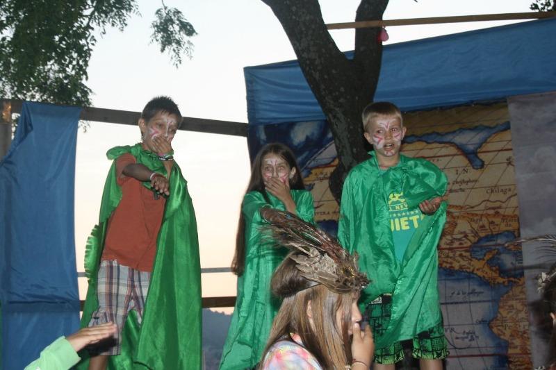 Индейское племя СИУ жалуется на то, что небеса послали на них беды и невзгоды